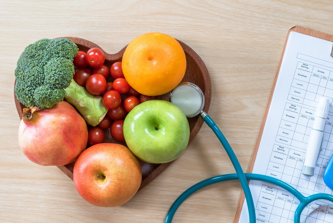 Food on a heart tray with stethoscope for artery cleanse diet